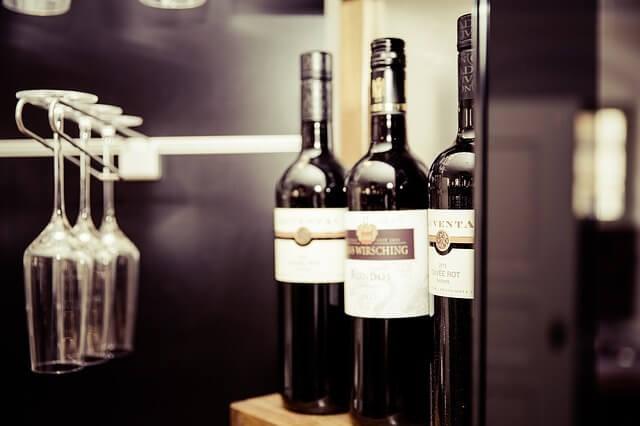 Víno a skleničky