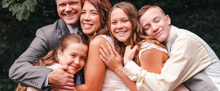 Svatby až po dětech jsou trendem. Rodinné svatební oznámení s tím jde ruku v ruce